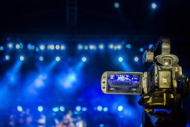 videographer-3753069_960_720